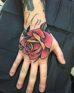 Tatuaggio rosa Milano
